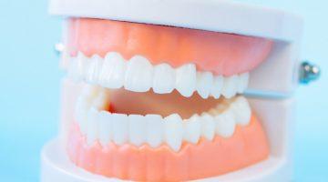 Nowoczesne protezy zębowe na miarę XXI wieku.